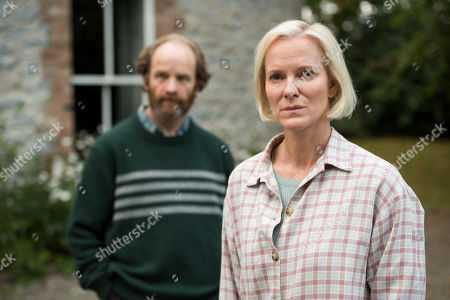 (Ep 1) - Hermione Norris as Alice and Adrian Rawlins as Rob.