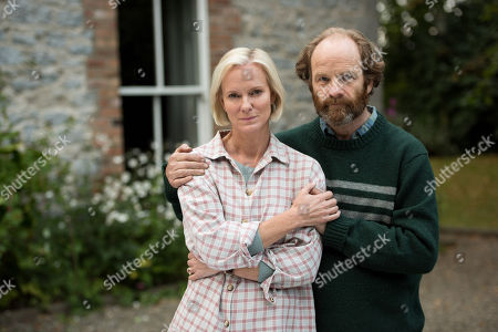 Stock Image of (Ep 1) - Adrian Rawlins as Rob and Hermione Norris as Alice.