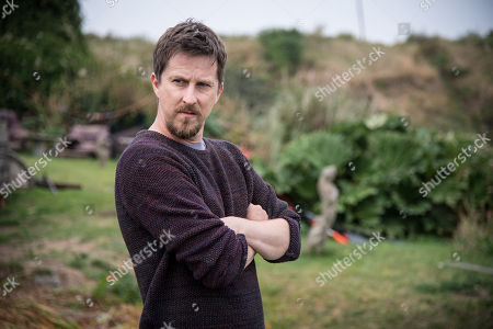 (Ep 1) - Lee Ingleby as David Collins and Hermione Norris as Alice