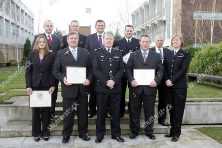 Sir Ian Blair Is Pictured With Police Officers Awarded For Their Bravery In The Tsunami. L-f. Back Row Dci Stuart Dark Ps Nicholas Pearce Ds Paul Settle Ps Mark Smith Front Row Katherin Dagnall Det Supt Graham Walker Sir Ian Blair Ian Tippett And Liz Churchley Picture Jeremy Selwyn 15/02/2006