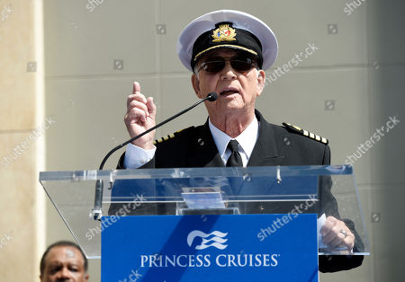 """Gavin MacLeod, center, an original cast member in the television series """"The Love Boat,"""" addresses the crowd during a Friends of Hollywood Walk of Fame honorary star plaque ceremony for the cast and Princess Cruises, in Los Angeles"""