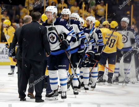 Peter Laviolette, Patrik Laine. Winnipeg Jets right wing Patrik Laine (29), of Finland, shakes hands with Nashville Predators coach Peter Laviolette after Game 7 of an NHL hockey second-round playoff series, in Nashville, Tenn. The Jets won 5-1 and won the series