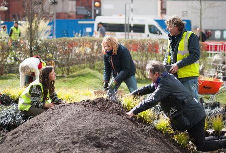 Alan Titchmarsh with his team Frances Tophill, David Domoney and Katie Rushworth working in the garden