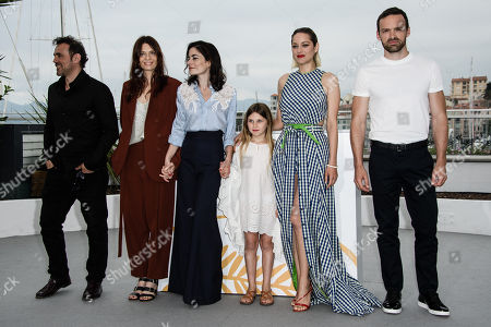 (R-L) French actor Alban Lenoir, French actress Marion Cotillard, French actress Ayline Aksoy-Etaix, French director Vanessa Filho, French actress Amelie Daure and French actor Stephane Rideau pose during the photocall for 'Angel Face (Gueule D'Ange)' at the 71st annual Cannes Film Festival, in Cannes, France, 12 May 2018. The movie is presented in the section Un Certain Regard of the festival which runs from 08 to 19 May.