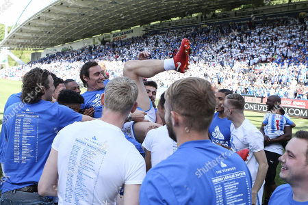 MERCURY PRESS. 13/05/18. Huddersfield, UK. Pictured: Dean Whitehead celebrates after playing his final game before retiring.  Huddersfield Town vs Arsenal at the John Smiths Stadium in Huddersfield, West Yorkshire. Photo Credit: Ian Hinchliffe/Mercury Press