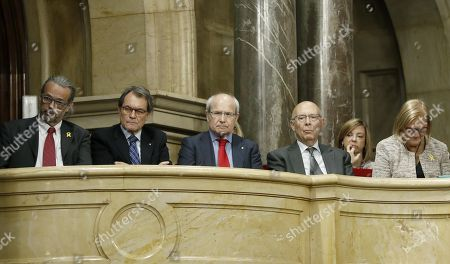 Former Catalan regional Government President Artur Mas (2-L) and Jose Montilla (3-L), former Parlament Speakers, Ernest Benach (L), Joan Rigoll (3-R) and Nuria de Gispert (R), and former conseller Meritxell Borras (2-R), during the second and last investiture session at the regional Parliament in Barcelona, northeastern Spain, 14 May 2018. Catalan pro-independence anti-capitalist party CUP decided yesterday to facilitate the investiture of JxCat party?s nominee for regional President, Quim Torra, as it was agreed that four of it members will refrain from voting in today's investiture. Torra would only need simple majority to become Catalan regional President.