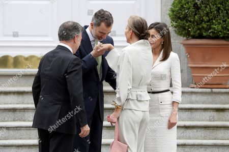Spain's King Felipe VI (2-L) and Queen Letizia (R), welcome Colombian President, Juan Manuel Santos (L), and his wife Maria Clemencia Rodriguez, prior to a luncheon offered at La Zarzuela palace in Madrid, Spain, 14 May 2018. Santos is on a two-days official visit to Spain.