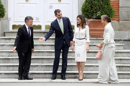 Spain's King Felipe VI (2-L) and Queen Letizia (2-R), welcome Colombian President,Juan Manuel Santos (L), and his wife, Maria Clemencia Rodriguez, prior to a luncheon offered at La Zarzuela palace in Madrid, Spain, 14 May 2018. Santos is on a two-days official visit to Spain.