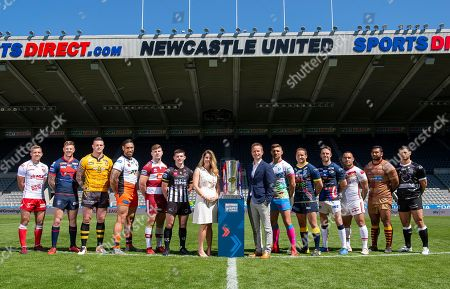 Chris Atkin, Tom Johnstone, Luke Burgess, Jesse Sene-Lefao, Geroge Williams, Danny Walker, Tommy Makinson, Tyrone Roberts, Richie Myler, Paul Aiton, Sebastine Ikahihifo, Mark Minichiello with Cllr Kim McGuinness.
