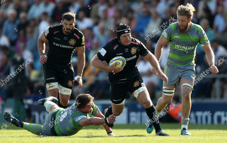 Thomas Waldrom of Exeter Chiefs gets away from David Wilson of Newcastle Falcons