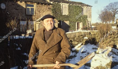 Ep 503 Tuesday 20th February 1979 Arthur Braithwaite, a friend of the Sugdens, joins them for dinner for his birthday - With Arthur Braithwaite, as played by Max Wall.