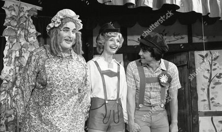 Ep 494 Thursday 18th January 1979 Preparations get underway for the pantomime production of Jack and the Beanstalk gets underway at the Village Hall. Donald is left wincing as Dolly forgets her line, Amos gets confused over his and Sam's beanstalk breaks. Joe finishes the pantomime off with a song - With Amos Brearly, as played by Ronald Magill ; Dolly Acaster, as played by Katharine Barker ; Joe Sugden, as played by Frazer Hines.