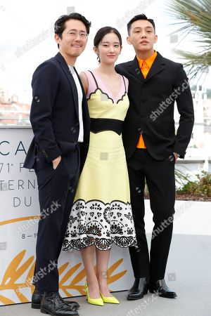 Steven Yeun, Jong-seo Jeon and Yoo Ah-In