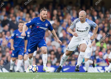 Jody Morris of Chelsea Legends is shadowed by Esteban Cambiasso of Inter Forever, Chelsea Legends v Inter Milan Forever, Ray Wilkins Memorial Match, Stamford Bridge, London United Kingdom, 18th May 2018