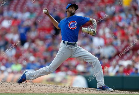 Chicago Cubs relief pitcher Carl Edwards Jr. (6) throws against the Cincinnati Reds during the eighth inning in the first baseball game of a doubleheader, in Cincinnati. The Reds won 5-4