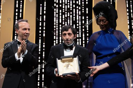 Roberto Benigni and Jury member Khadja Nin present actor Marcello Fonte the Best Actor award