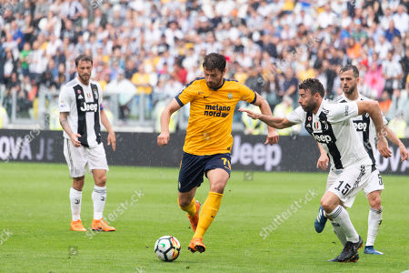 Bruno Petkovic of Hellas Verona and Andrea Barzagli of Juventus