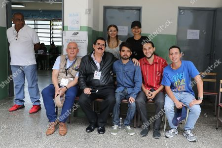 Honduras former president Manuel Zelaya (C-L) poses with a group of young people in a voting center during the presidential elections in Caracas, Venezuela, on 20 May 2018.  Venezuela is holding presidential elections today. Much of Venezuela?s opposition and many in the international community consider the election illegitimate.