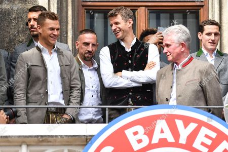 (L-R) Bayern's Joshua Kimmich, Franck Ribery, Thomas Mueller, Bayern's head coach Jupp Heynckes and Niklas Suele celebrate on the balcony of the City Hall at the Marienplatz Square where the team was cheered by thousands supporters, in Munich, Germany, 20 May 2018. FC Bayern Munich is the German Bundesliga Champion for the 2017/18 season.