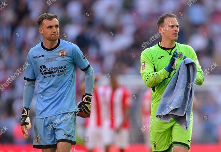 Bromley Goalkeeper David Gregory and Brackley Town Goalkeeper Danny Lewis prepare for penalties