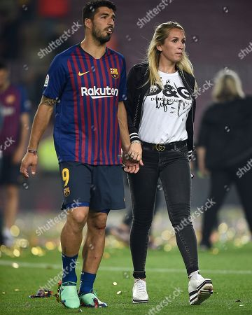 Luis Suarez of FC Barcelona with his wife Sofia Balbi.