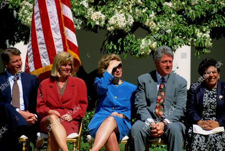 Washington Dc Usa 20th April 1994 Vice President Albert Gore Jr His Wife Tipper Gore First Lady Hillary Rodham Clinton President William Jefferson Clinton Amd Health and Human Services Secretary Donna Shalala in Rose Garden For the Signing of the National Infant Immunization Week Proclamation Us Washington