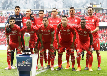 Pablo Barrientos, Luis Quinonez, Rubens Sambueza, Antonio Rios, Cristian Borja, Alfredo Talavera, Rodrigo Salinas, Leonel Lopez, Osvaldo Gonzalez, Fernando Uribe, Santiago Garcia. Toluca's starting lineup poses for a picture behind the trophy before kick-off in their Mexican soccer league second-leg final match against Santos at Nemesio Diez stadium in Toluca, Mexico, . Front row from left, are Pablo Barrientos, Luis Quinonez, Rubens Sambueza, Antonio Rios, and Cristian Borja. Back row from left, are Alfredo Talavera, Rodrigo Salinas, Leonel Lopez, Osvaldo Gonzalez, Fernando Uribe, and Santiago Garcia