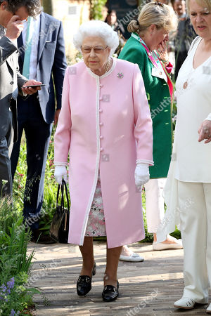 Queen Elizabeth II attends the Chelsea Flower Show 2018