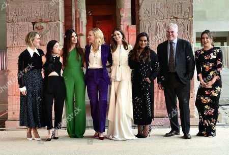 """Sarah Paulson, Awkwafina, Sandra Bullock, Cate Blanchett, Anne Hathaway, Mindy Kaling, Gary Ross, Olivia Milch. Actors Sarah Paulson, left, Awkwafina, Sandra Bullock, Cate Blanchett, Anne Hathaway, Mindy Kaling, director and co-screenwriter Gary Ross and co-screenwriter Olivia Milch pose together during the Warner Bro's """"Ocean's 8"""" cast photocall at the Temple of Dendur in the Metropolitan Museum of Art, in New York"""