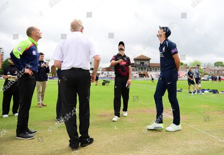 Lewis Gregory of Somerset and Steve Finn of Middlesex at the toss