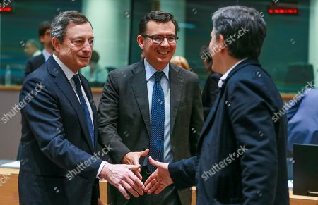 Spanish Economy Minister Roman Escolano (C) and European Central Bank (ECB) President Mario Draghi (L) welcome Greek Finance Minister Euclid Tsakalotos (R) for an Eurogroup Finance Ministers' meeting at the European Council in Brussels, Belgium, 24 May 2018.