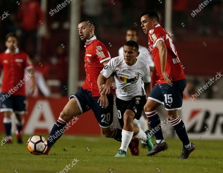 Argentina's Independiente Gaston Silva, left, and Diego Rodriguez, right, fight for the ball with Venezuelan Deportivo Lara's Pedro Ramirez during a Copa Libertadores soccer match in Buenos Aires, Argentina
