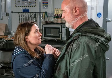 Stock Image of Ep 9471 Friday 1 June 2018  Anna Windass, as played by Debbie Rush, stabs Phelan, as played by Connor McIntyre.