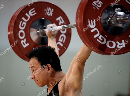 Combined winner Alex Lee lifts in the snatch portion of the men's +69kg competition of the USA Nation Weightlifting Championships, in Overland Park, Kan