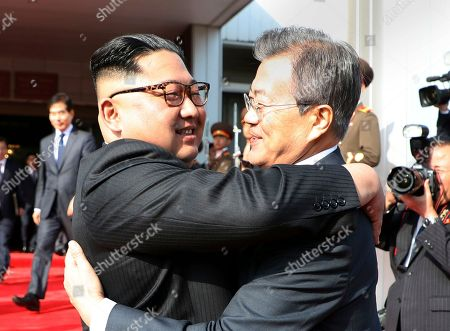 North and South Korean leaders hold surprise meeting, Panmunjom