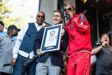 Warren G, Snoop Dogg. Warren G, left, A Guinness World Records staff member and Snoop Dogg pose after breaking the world record for the largest paradise cocktail at the Williams Sonoma Culinary stage at the Bottle Rock Napa Valley Music Festival at Napa Valley Expo, in Napa, Calif