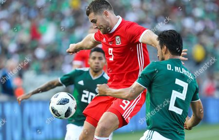 Mexican defenders Oswaldo Alanis (R) and Javier Aquino (L) fight for control of the ball against Wales' Sam Vokes at the Rose Bowl during the first half of their friendly match in Pasadena, California, USA, 28 May 2018.