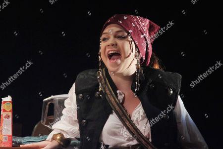Adrianna Bertola as Jill