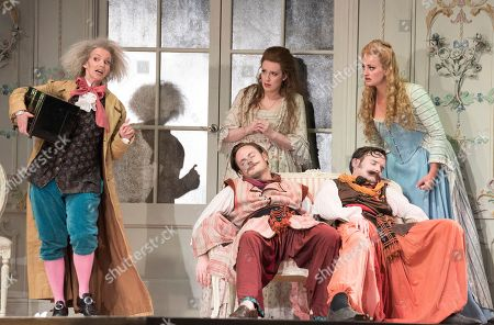 Stock Image of Sarah Tynan as Despina, Kitty Whately as Dorabella, Nick Pritchard as Ferrando, Eleanor Dennis as Fiordiligi, Nicholas Lester as Guglielmo