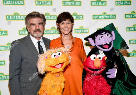 Tom Freston, Carey Lowell. Entertainment industry executive Tom Freston and actress Carey Lowell pose with Zoe, Elmo and The Count at Sesame Workshop's 16th Annual Benefit Gala at Cipriani 42nd Street, in New York