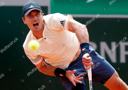 Mischa Zverev of Germany plays Sergiy Stakhovsky of the Ukraine during their men?s second round match during the French Open tennis tournament at Roland Garros in Paris, France, 31 May 2018.