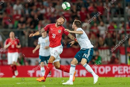 Austria's Guido Burgstaller (L) and Russia's Vladimir Granat in action during the international friendly soccer match between Austria and Russia at Tivoli Stadium in Innsbruck, Austria, 30 May 2018.