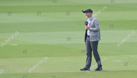 Nasser Hussain (Sky) reports from the field during play