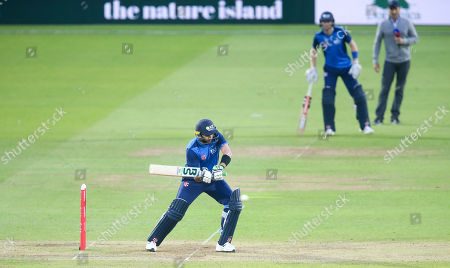 Shahid Afridi (Captain) bats with a runner (R) & Nasser Hussain on the field