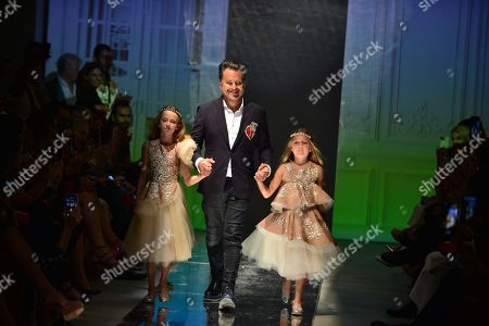 Oscar Carvallo with models on catwalk