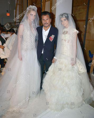 Oscar Carvallo with models