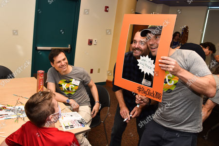 Michael Ian Black, Will Forte and Paul Rudd with patient at Children's Mercy Hospital