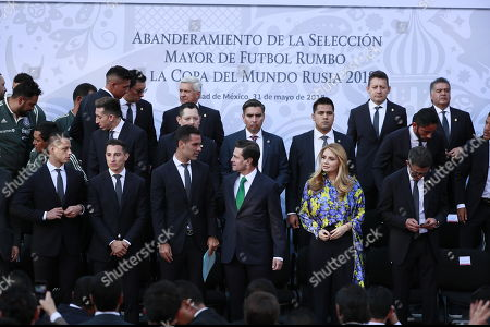 Mexican President Enrique Pena Nieto (C-L) and wife Angelica Rivera (C-R) participate pose for a photo as the Mexican national soccer team receives the national flag for Russia 2018 FIFA World Cup at Los Pinos residence in Mexico City, Mexico, 31 May 2018.