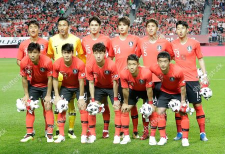 Koo Ja-cheol, Lee Yong, Lee Jae-sung, Hwang Hee-chan, Kim Min-woo, Jung Woo-young, Kim Seung-gyu, Oh Ban-suk, Ki Sung-yueng, Yun Young-sun, Son Heung-min. South Korea's national soccer team players, front row from left, Koo Ja-cheol, Lee Yong, Lee Jae-sung, Hwang Hee-chan, Kim Min-woo, and back row from left, Jung Woo-young, Kim Seung-gyu, Oh Ban-suk, Ki Sung-yueng, Yun Young-sun, Son Heung-min pose before a friendly soccer match against Bosnia and Herzegovina at Jeonju World Cup Stadium in Jeonju, South Korea