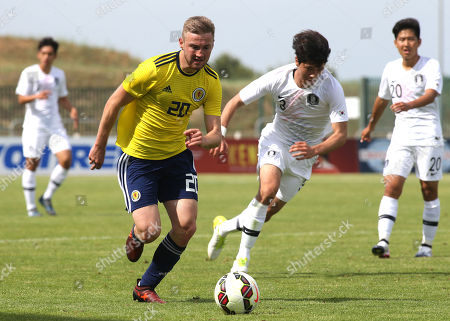 Alan Campbell of Scotland U21's takes on the South Korea defence during South Korea Under-21 vs Scotland Under-21, Tournoi Maurice Revello Football at Stade Parsemain on 2nd June 2018